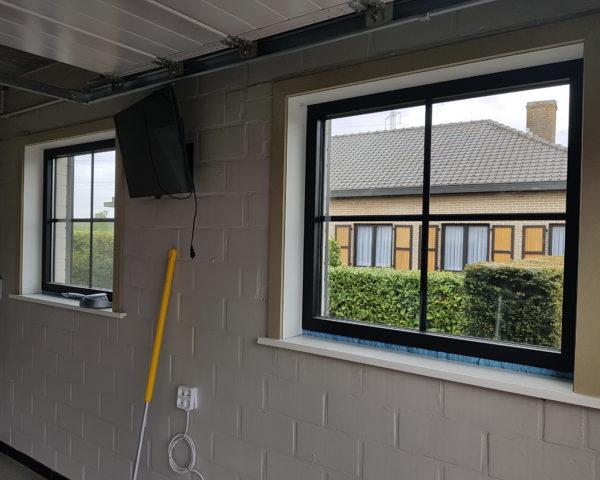 Buitenschrijnwerk vernieuwde ramen garage Zafelare 2
